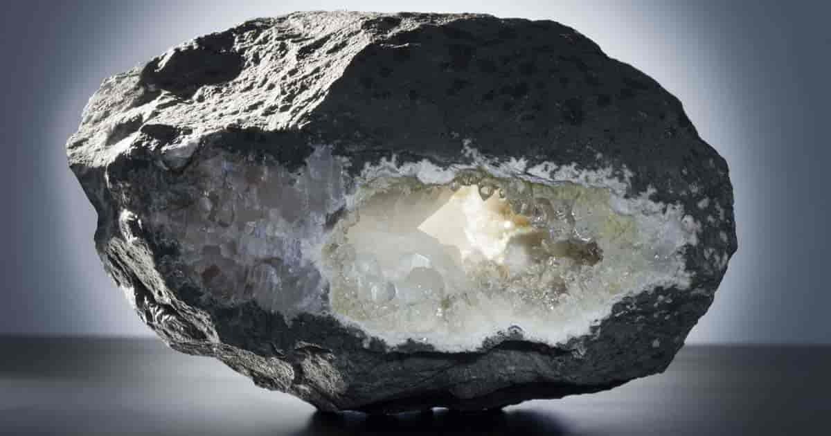 all natural zeolite rocks crystallized volcanic rock absorb toxins, mold and unpleasant odors.